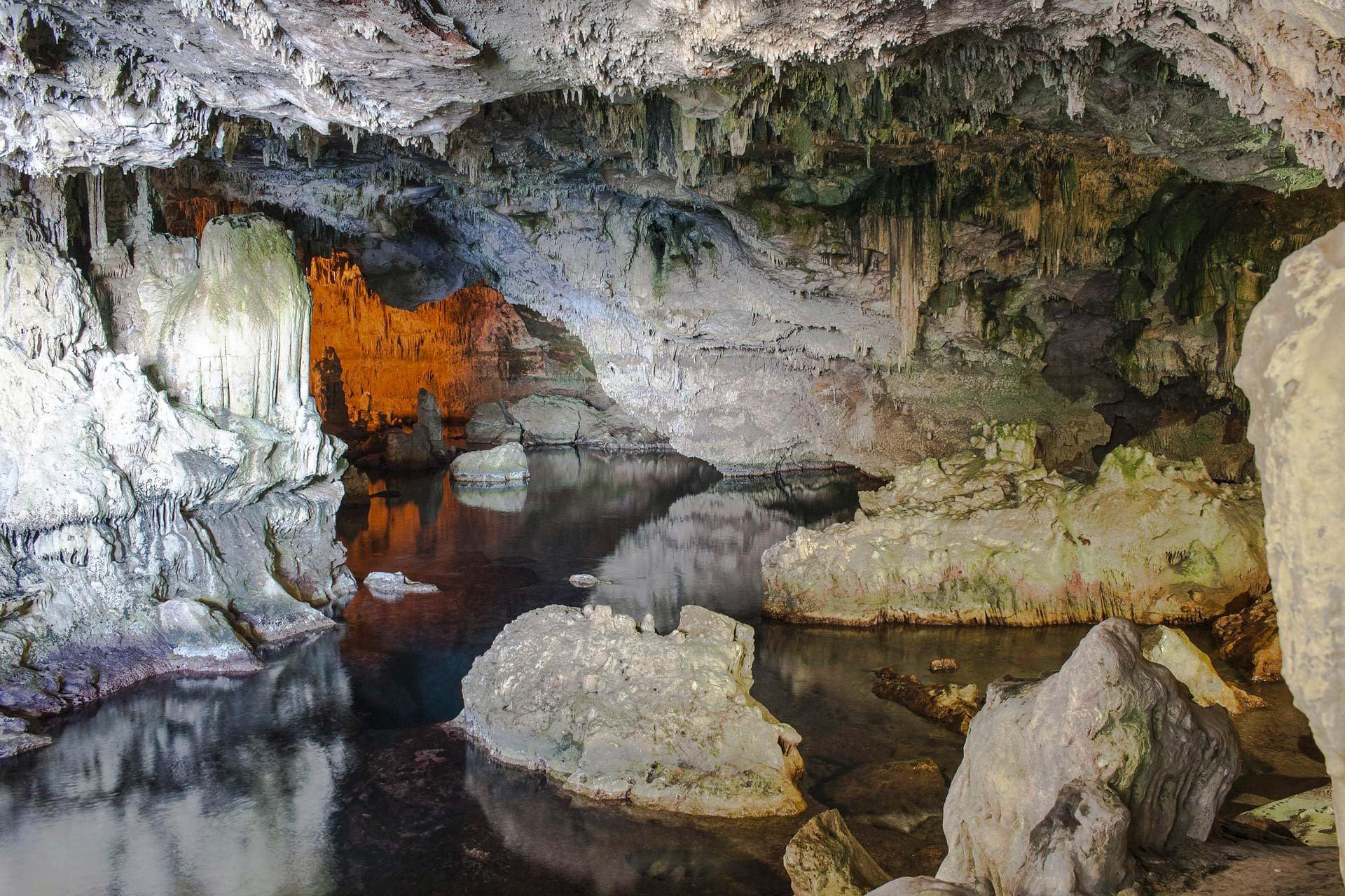 Dentro le grotte di Nettuno